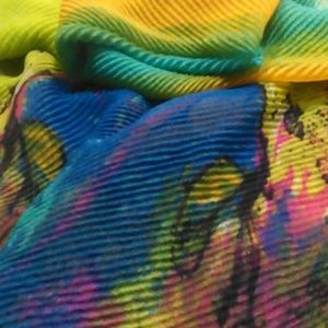 Endless Fashion Possibilities Crinkle Scarf